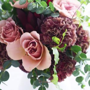 ユニクロ(銀座)で花買ったよ~ シックな色合いカーネーションにバラ