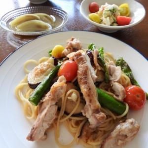今日の晩ご飯は、鶏もも肉と夏野菜のグリルパスタ ♡