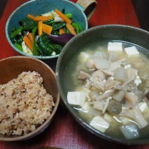 寒い夜はあったか味噌汁で・根菜きのこ豆腐の味噌汁
