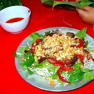 【ベトナム料理】Nom Thit Bo Kho(乾燥牛肉のベトナム風サラダ)