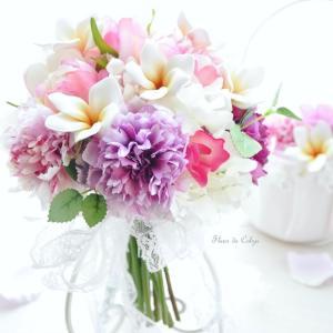 ハワイ挙式に、プルメリア入りの造花クラッチブーケ