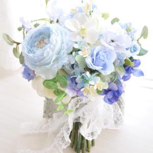 爽やかブルーのナチュラルクラッチブーケを神奈川県内の花嫁様にお届け♡
