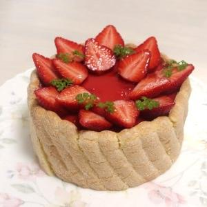 苺のシャルロットケーキ