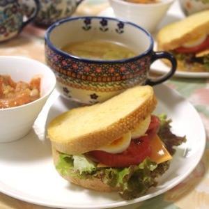 カスタネットサンドの朝食