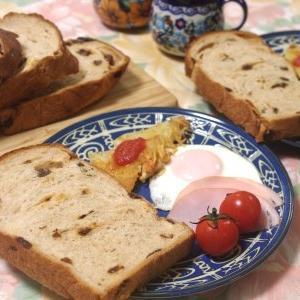 レーズンブレッドで朝食