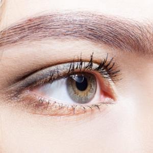 桃花眼=アーモンドアイ整形とは?目頭切開・目尻切開の失敗例も考察