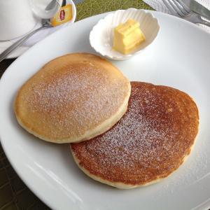 フィリピン プエルトガレラ 朝からパンケーキ!