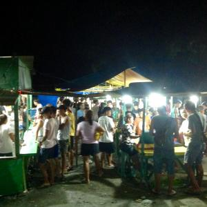 フィリピン プエルトガレラ 屋台のゲーム?