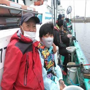 小学生の孫と金谷の黄金アジ釣りに行って来ました。