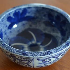 藍色の染付鉢