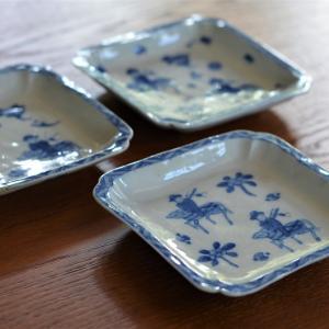 ④骨董の染付角皿