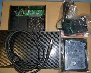 2.5インチHDDと3.5インチHDD用外付けケース。(HGST HTS725050A7E630)