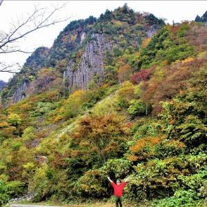 秋山郷 最大の布岩山紅葉