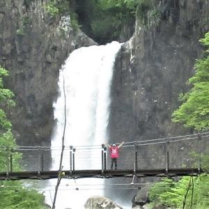 新緑苗名滝