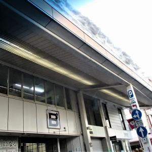 豪雪高田商店街雪庇注意