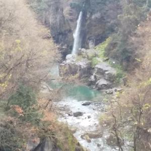 勝山方面から石川県白峰へ
