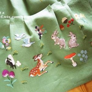 刺繍絵のウッドハンドルバッグ「動物の森」