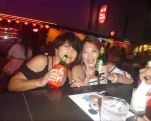 プーケット夜遊びで日本の女の子の女子会!この夜はウメちゃんの独演会で大いに盛り上がりました。笑い