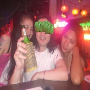 男1人旅プーケット夜遊び ウメちゃんサンドバーで雇ってください。毎晩サンドバーで飲んで夜遊びです