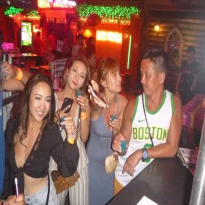 プーケットで夜遊びの日本の女の子やはりハイシーズン1月は団体さんが多いですね。