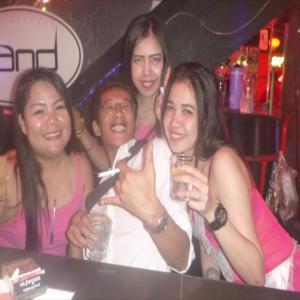 久々にバンコクからタイ人の友人がプーケット夜遊びサンドバー&ピンクバニーで大暴れ!