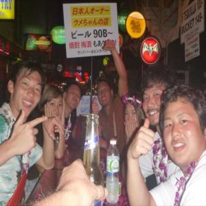 『バーのテキーラ全部飲んじゃう』学生卒業旅行プーケット大学最後の休み毎晩バーで盛り上がってます。