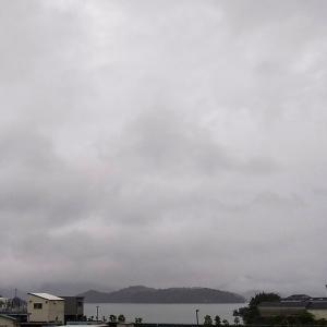 今日も灰色の空