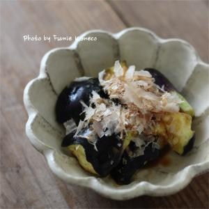 鍋となすの芥子浅漬けと日本酒と