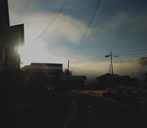 春の霧は雨、秋の霧は晴れ