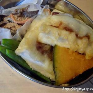 はんぺんの天ぷらチーズ焼きと海老芋と鶏皮味噌煮弁当