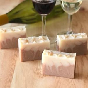 4月の月イチおうち石けん教室は「赤ワインと白ワインの石けん」