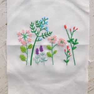セリアの刺繍キット、1枚完成~&トール作品~♪(^∇^A。。。
