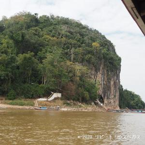 メコン川クルーズ②多くの仏像が並ぶ「パークウー洞窟」
