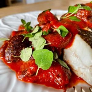 鰈のソテーに紫花豆のトマトソース