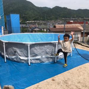巨大なプールに、巨大な水道量に水道料金・・・(笑)