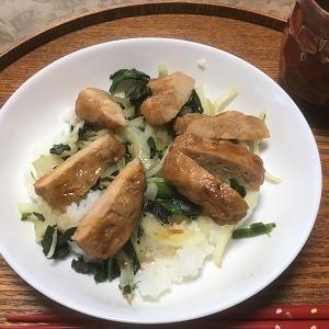 今日の昼食 備蓄の「鶏の照り焼き」を使って