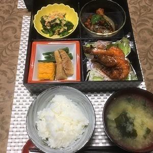 昨日の夕食 お惣菜を集めて・・・