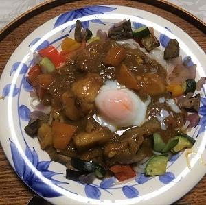 今日の昼食 庭で収穫したパプリカ、ピーマンなどを使って
