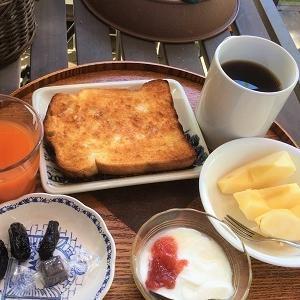 今日の朝食 夏なのに美味しいリンゴなど