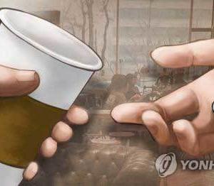 カフェ店内での紙コップ…=韓国
