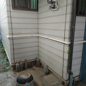 給水管漏水による配管直し工事