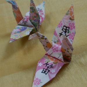 一羽の鶴に書かれた漢字は「笛」