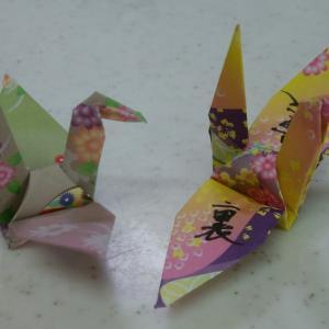 一羽の鶴に書かれた漢字は「裏」