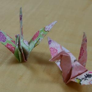 一羽の鶴に書かれた漢字は「推」