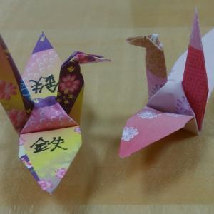 一羽の鶴に書かれた漢字は「鉄」