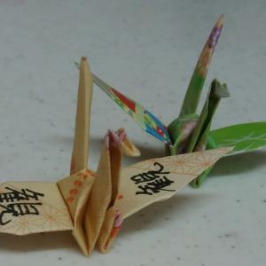一羽の鶴に書かれた漢字は「観」