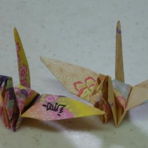 一羽の鶴に書かれた漢字は「鳥」