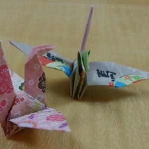 一羽の鶴に書かれた漢字は「馬」