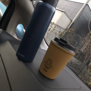 コーヒーとお茶を持って (o^∀^)