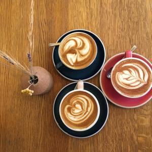 きっと来年の春には…パリの某おしゃれカフェ。